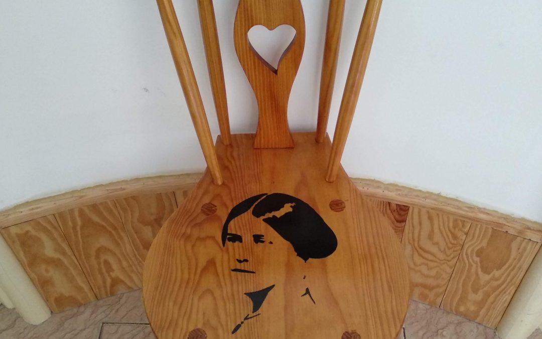 Personalização de mobiliário na Casa da Estefanea
